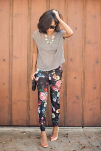 2015-Floral-Pants-For-Women-Street-Style-Trends-19